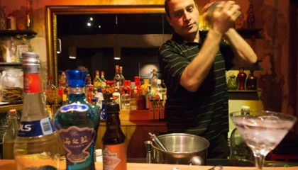 A cocktail made with Baijiu lures foreigners, young Chinese