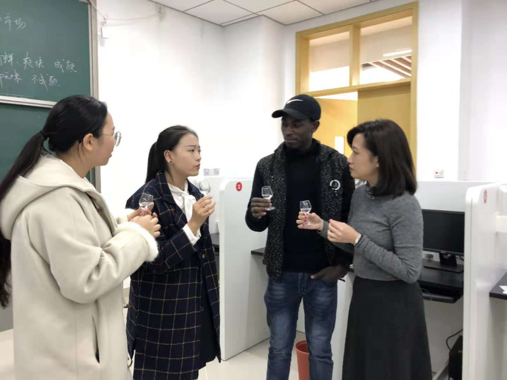 China's first Baijiu sommelier class shows ambitions